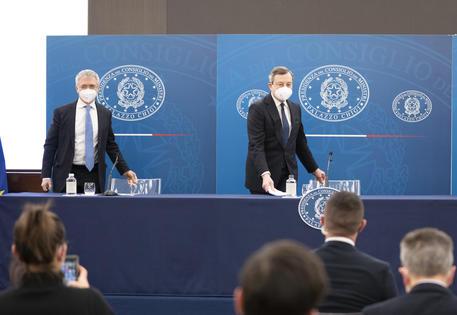 Sostegni bis, via libera al decreto. Draghi: 'Siamo pronti ad accogliere turisti da tutto il mondo' thumbnail