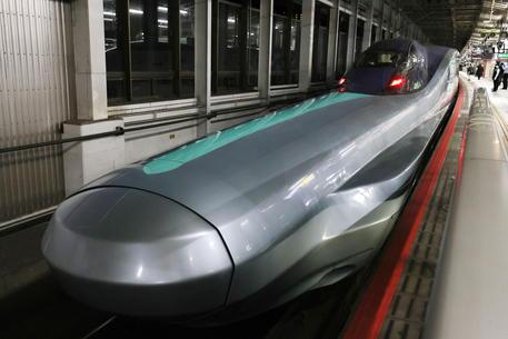 Giappone: lascia comandi treno proiettile per sosta in bagno thumbnail