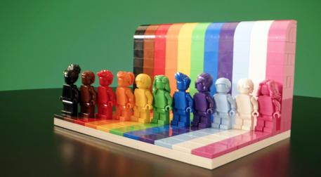 Da Lego un set di minifigure LGBTQIA + thumbnail
