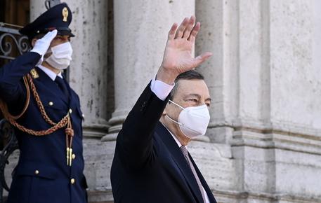 Draghi,Italia favorevole a sospensione temporanea brevetti thumbnail