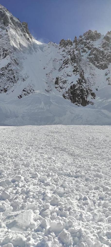 Valanghe, due freerider valdostani morti su Monte Bianco thumbnail