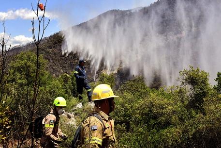 Grecia: progressi in lotta a grande incendio boschivo thumbnail
