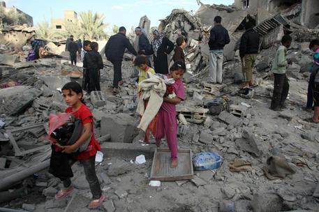 Gaza: Unicef, 50mila bimbi sfollati, consegnati aiuti thumbnail