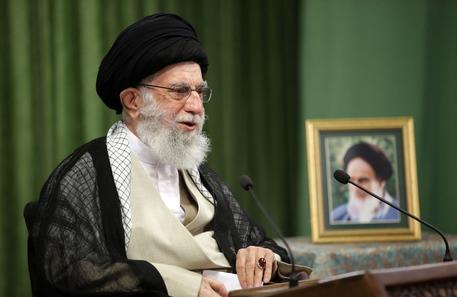 Gaza: Iran, per Khamenei Israele 'impotente' e 'sconfitto' thumbnail