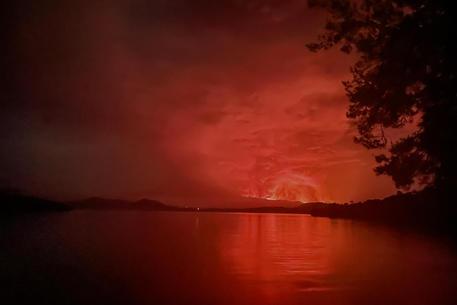 Esplode vulcano Nyiragongo in Congo, migliaia in fuga thumbnail