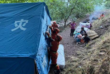 Terremoti: Cina, almeno 3 morti e 27 feriti nello Yunnan thumbnail
