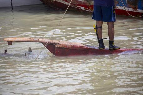 Bangladesh, scontro tra due barche sul fiume: almeno 25 morti thumbnail