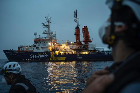 Migranti: assegnato porto a Sea Watch, va a Trapani thumbnail