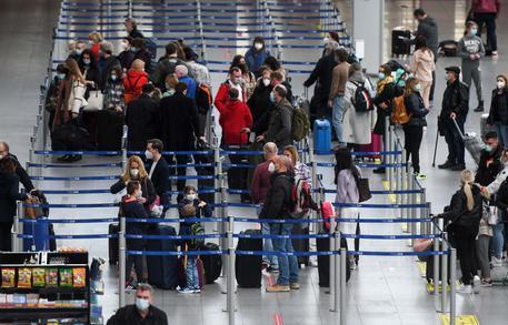 Covid, Europa verso graduale apertura a vacanze e turismo thumbnail