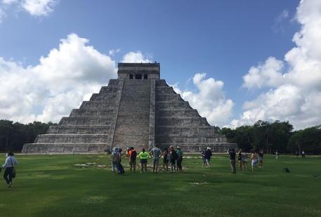 Messico, il governo si scusa coi Maya: commessi terribili abusi thumbnail