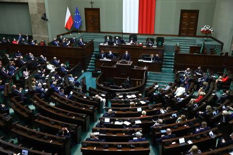 Il parlamento polacco approva il Recovery fund thumbnail