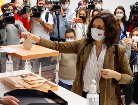 Sondaggio Madrid, Pp primo partito, l'ultradestra cresce thumbnail