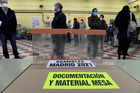 Spagna: seggi aperti a Madrid per le elezioni amministrative thumbnail