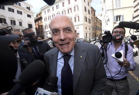 Milano: Albertini, candidatura? Ci penso fino a sabato thumbnail