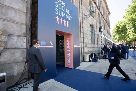 Summit Porto, ok a obiettivi sociali ma non vincolanti thumbnail