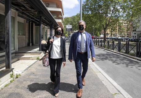 Ilaria Cucchi insieme al suo avvocato Fabio Anselmo, entrano in tribunale a piazzale Clodio oggi 7 maggio © ANSA