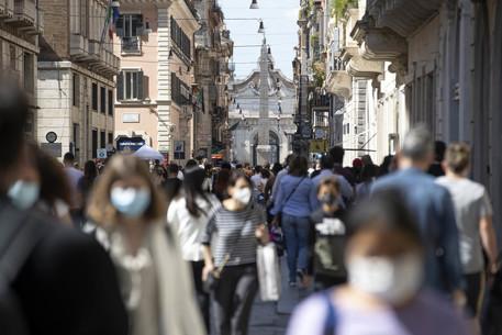 Covid: folla e assembramenti, chiusure in zone movida Roma thumbnail
