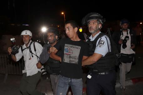Gerusalemme: 100 palestinesi feriti, razzo lanciato da Gaza thumbnail