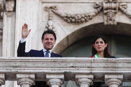 Roma: Conte, M5s con Raggi. Gualtieri correrà alle primarie del Pd thumbnail