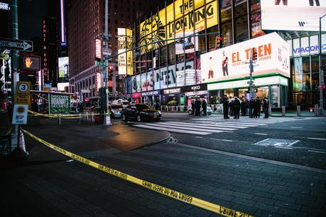 Usa, 400 tra morti e feriti nel weekend per armi da fuoco thumbnail