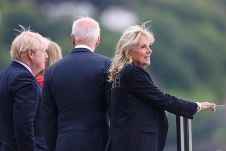 G7: Jill Biden incontra Kate Middleton e visita una scuola thumbnail