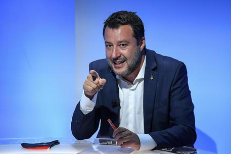 Covid: Salvini, chiederò a Draghi stop mascherine all'aperto thumbnail