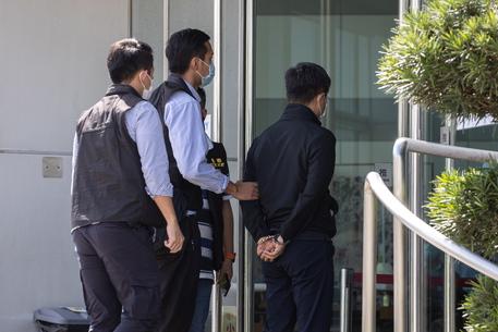 Hong Kong, arrestati 5 dirigenti del tabloid pro-democrazia thumbnail