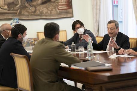 Draghi: 'L'eterologa funziona, io la farò, ma c'è libertà di scelta' thumbnail