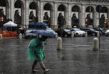 Maltempo: allagamenti e alberi caduti a Roma - Lazio