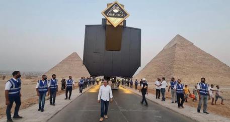Il Cairo, spostata la 'barca solare' di Cheope © ANSA