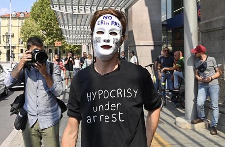 Attivista No Vax a Torino © ANSA