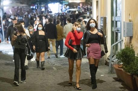 In 500 a ballare in locale, disposta chiusura per cinque giorni - Lazio