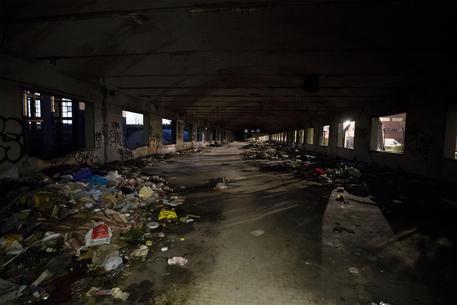 Roma: a fuoco ex fabbrica di penicillina, ferito migrante - Lazio