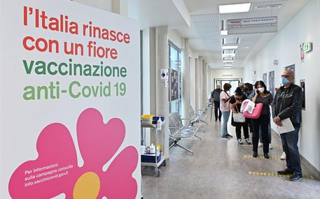 Vaccini: nel Lazio 81% vaccinato, oggi open day badanti - Lazio