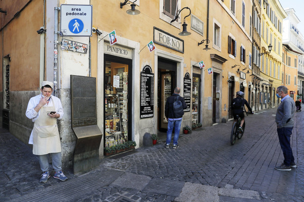 Coronavirus in Italy,daily life in Rome during the first day of Phase Two
