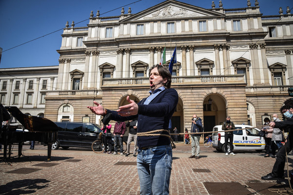 Flash mob of Teatro alla Scala workers