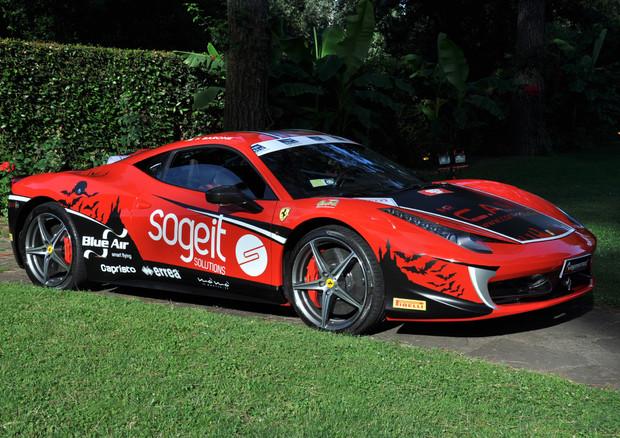 Una Ferrari tenta il record di velocità a casa di Dracula © Ansa