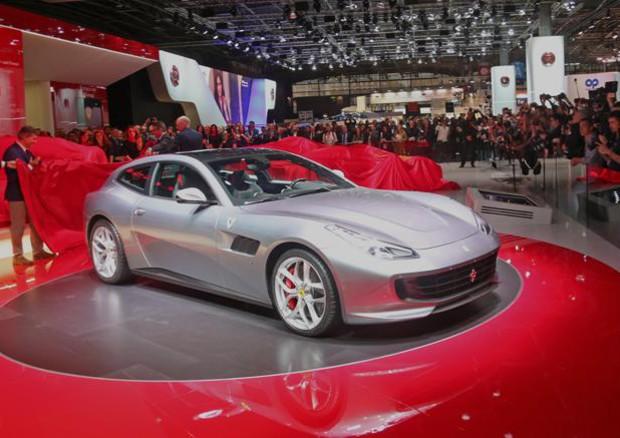 Ferrari A Parigi Amplia La Gamma Con Debutto GTC4Lusso T