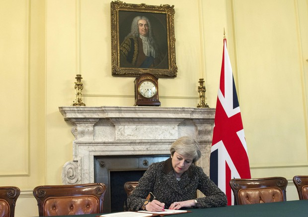 British Prime Minister signs letter to European Council setting out withdraw from the European Union © EPA