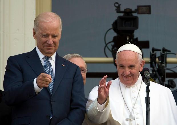 Il presidente eletto degli Stati Uniti Joe Biden e Papa Francesco. Immagine d'archivio (foto: AFP)