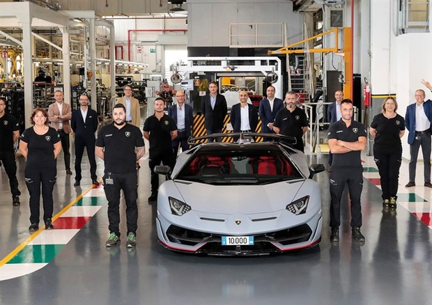 Lamborghini: fabbricata Aventador numero 10mila