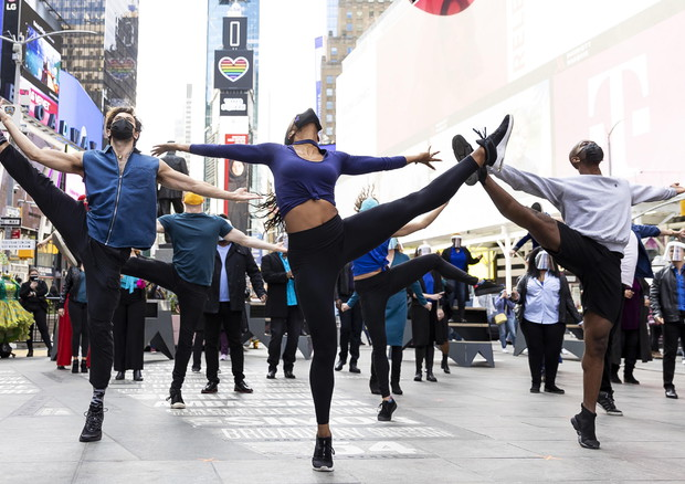Pop-Up Broadway Performance in Times Square (ANSA)