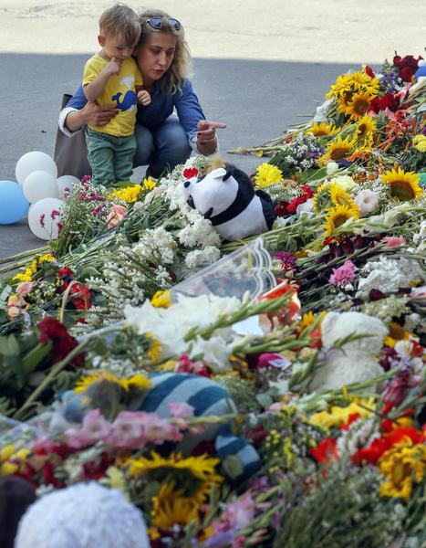 Laying flowers in Kiev for MH17 victims
