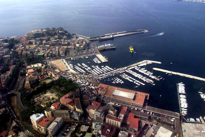 Terremoto Napoli: sciame sismico in area flegrea, gente in strada ...