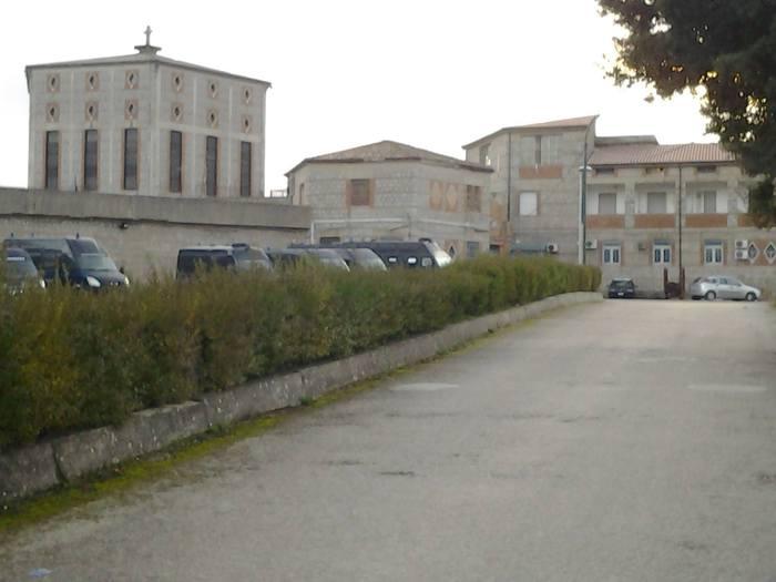 12-10-2021_botte_a_detenuto_in_carcere_nuoro_nove_agenti_indagati.html
