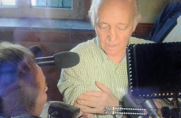 Ristoratore spara e uccide ladro nel Lodigiano. L'osteria riapre, il titolare mostra i lividi sul braccio – Lombardia – ANSA.it