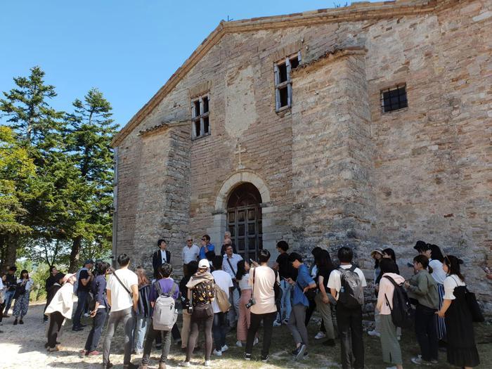 Studenti Toyo University Tokyo presso Chiesa di San Marco in Colpolina