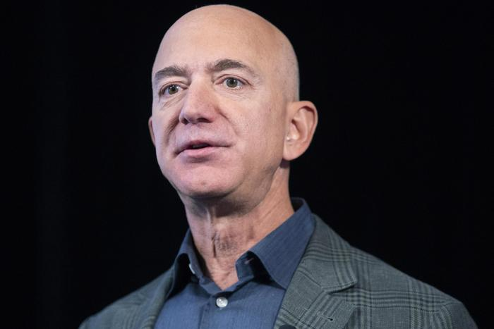 Bezos offre a Nasa 'sconto' 2 miliardi per contratto su Luna
