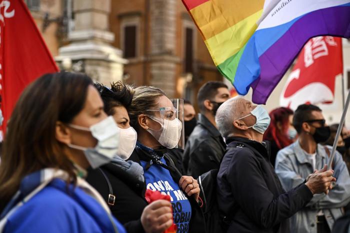 Omofobia: la legge Zan, dopo il sì della Camera ora è ...