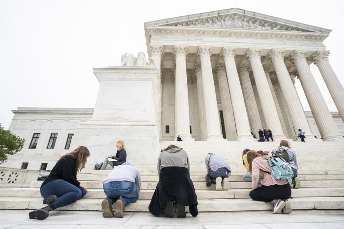 Usa, Senato: sì Barrett a Corte suprema - Ultima Ora